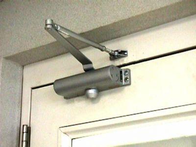 Подбор, установка и регулировка доводчиков на двери.  Усиление дверей.  Объявление создано: 11.06.13 09:27, изменено...