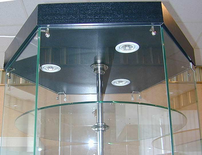 Использование стеклянных витрин в квартире Стеклянная мебель смотрится очень