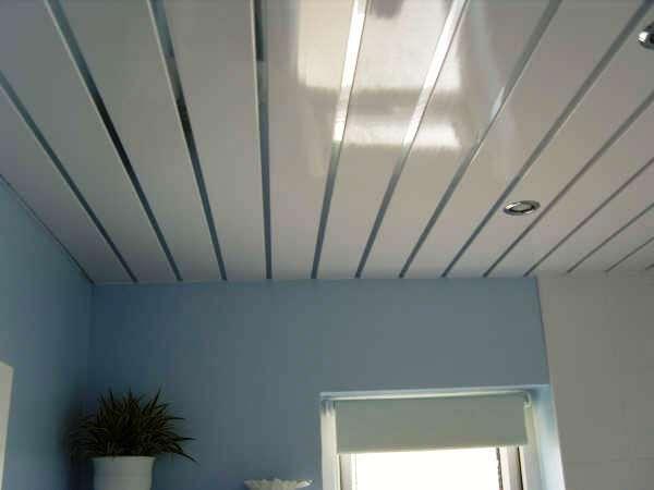 Монтаж пластиковых панелей на потолке своими руками