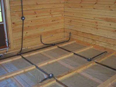 При электрификации деревянного дома следует избегать таких ситуаций, когда разводить проводку начинал один...
