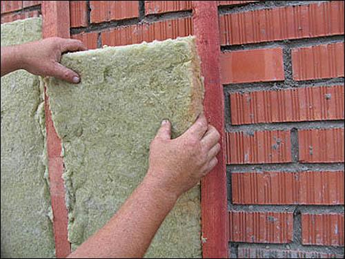 Можно утеплять стену изнутри если она промерзает