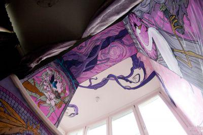 авангардное оформление рисунком на балконе