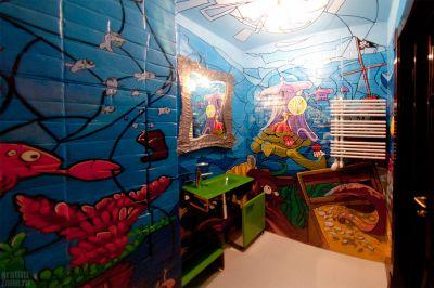 рисунок граффити в интерьере ванной