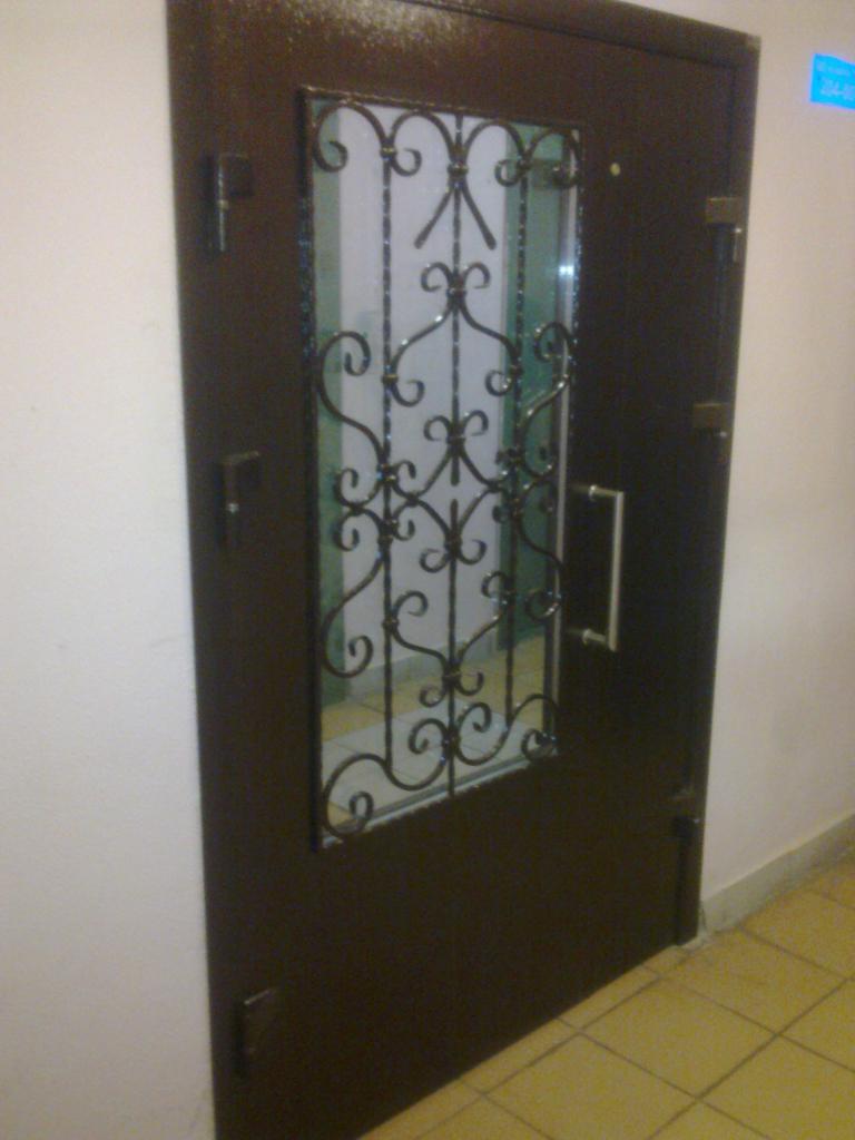 железная входная тамбурная дверь заказать