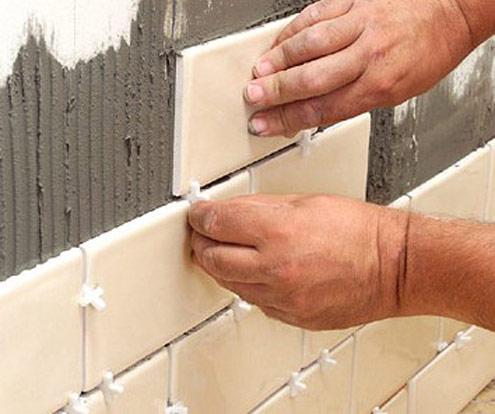 Ложим плитку на стену своими руками