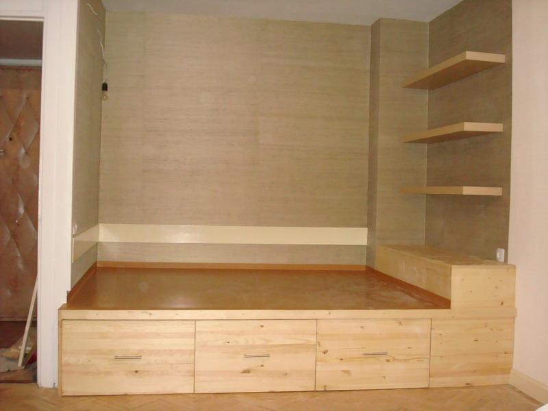 Кровать на подиуме: типы конструкций и особенности монтажа с.
