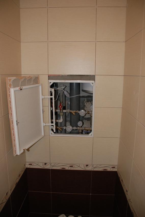 Белый люк в туалет