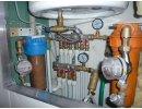 коллекторная разводка труб.  Домашний коллектор на водоснабжении может быть и таким.  Чем-то напоминает кабину...