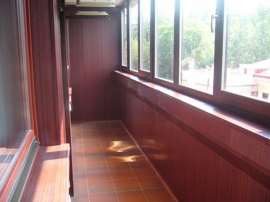Остекление и отделка маленьких балконов фото..